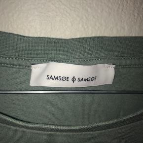 Super fin t-shirt fra Samsøe & Samsøe. Sælger da den ikke bliver brugt og bare ligger i skuffen. (Skal nok stryge den før jeg sender) Spørg gerne for mere info.