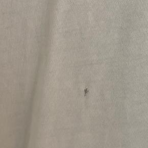 T-Shirt fra GANNI. Har et meget lille hul på ryggen 🤍