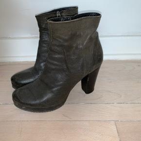 Sælger disse skønne støvler fra Apair. Super dejlige at gå i. Mp 250kr