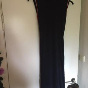 Rigtig fin kjole den sidder godt til