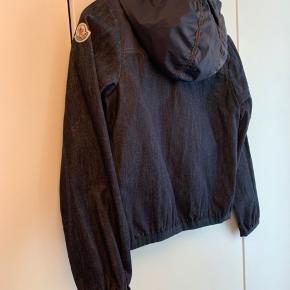 Den fedeste jakke til drenge. Model Chrono. Den er desværre aldrig blevet brugt, idet den er købt for lille til at begynde med. Oprindelig pris 2.200,00. Originalt tag medfølger.   Se også mine andre annoncer.