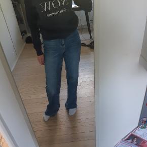 Sweater med tekst fra Amisu, købt i NewYorker.