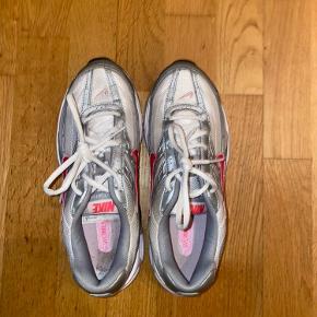 Nike sko lille i størrelsen BYD gerne !