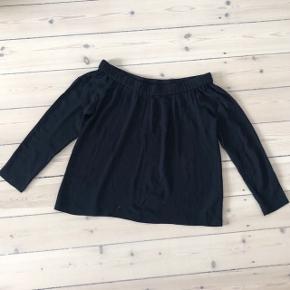 Samsøe & Samsøe bluse med off shoulders effekt   størrelse: S   pris: 200 kr   fragt: 37 kr