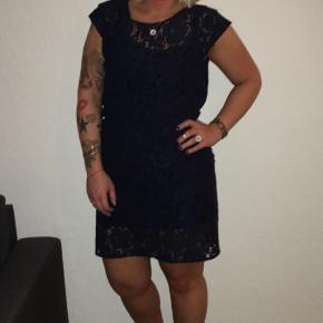 Soaked in luxury mørke blå kjole str. S Afhentes i Vejgaard