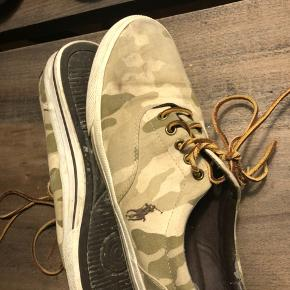 Sælger disse fine Ralph sko, trænger til en vask eller er de rigtig fine og pæne!