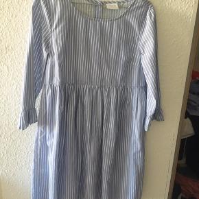 Vila blåstribet kjole i str S 😃