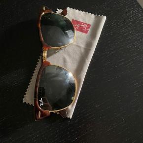 """Rayban clubmaster solbriller. Brugt nogle måneder, med """"standard"""" grønne rayban glas."""