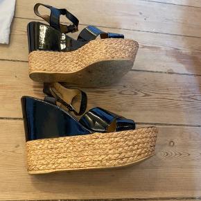 Fedeste wedge sandaler med kilehæl. 5 cm plateau og 12 cm hæl. Du går som en drøm i dem.