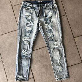 Helt nye jeans med huller i str. 30😊