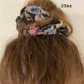 SØD SCRUNCHIE💗 -søde scrunchies der sidder godt i alle typer hår.. HOLDER BÅDE EN HESTEHALE OG EN KNOLD PERFEKT PÅ PLADS!!👍🏼 ALM KUN 25kr pr stk  Porto fra kun 10kr💌 SKRIV👉 en PB eller herunder, hvis du er interesseret.. 😍 GO SPREAD SOME LOVE ❤️🚀 #haircandy 🦋 #hairfashion #hairclaw  #liveauthentic ✌️#sweetlittleme #hair #hairpieces #hårklemmer #dulleloves #hårspænder #hairclip #scrunchie #makelove🚀 #love  #hairbuns #accessories #hårklemmer #hårclips #hårspænder #hår #hårpynt  #hårbøjle  #hårbøjlemedknude #behappy #beauty #beautiful #golightly #smile #livetolove #spreadlove ❤️🚀