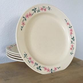 Middagstallerkener i romantisk stil - fem stk.