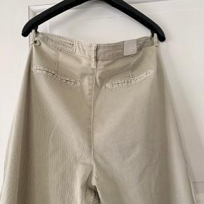 Populære Jolie-bukser i str 27 (jeg bruger str 36). Brugt og vasket en håndfuld gange. Byd.