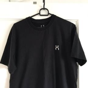 Mærke: POLAR T-shirt i str. Medium. Aldrig brugt.