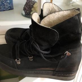 Superflotte støvler fra Billi Bi i str 39  Lidt ridser bagpå, deraf prisen!   Mp 300kr  Jeg handler helst med TS da det er det nemmeste og sikreste for køber og sælger!:)