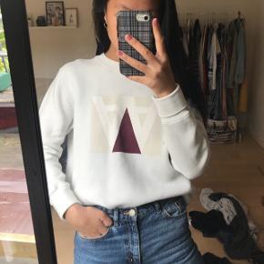 """Super Fed sweatshirt brugt omtrent 5 gange. Den fremstår flot men """"skaller"""" meget lidt i logoet som det ses på sidste billede. Nypris var 1000kr  #blackfriday"""