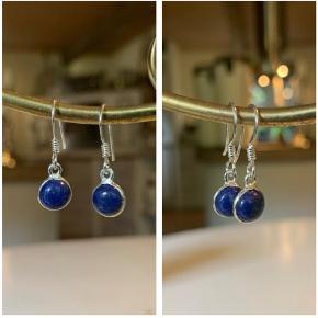 Smukke blå lapis lazuli øreringe i sølv - stemplet 925, aldrig brugt. 150 kr