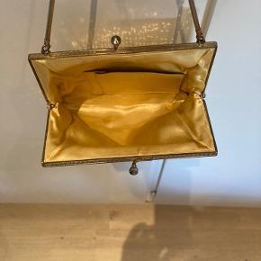 Meget fin vintage guld taske i meget fin stand men fint for.