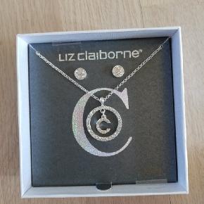 Rigtig sølv øreringe og halskæde får Liz Claiborne.