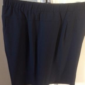 Navy nederdel fra B Young str 38, aldrig brugt, nypris 350kr sælges til mp 150kr