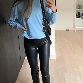 Sorte læder bukser fra ZARA🦋