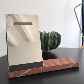 Marmor med lille spejl - kan bruges til smykker osv.