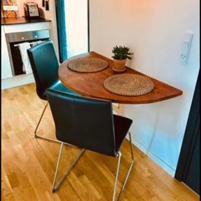 To Volfgang stole fra IKEA.  De er 10 måneder gamle.  Nypris pr styk: 475kr Sælges for 200kr pr styk - 400 for begge