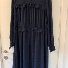 Prismærket klippet af men kjolen er aldrig brugt