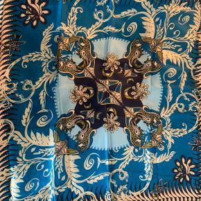 100% silketørklæde  Størrelse 90x90cm Aldrig blevet brugt
