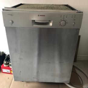 Bosch opvaskemaskine ca. 6år gammel, fejler intet og køre fint. Sælges grundet den er byttet ud med vaskemaskine   Kan afhentes på Amager 😊