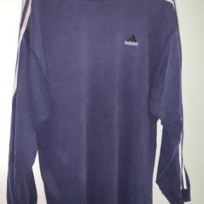 Fed Adidas bluse, gammel men uden skader og huller