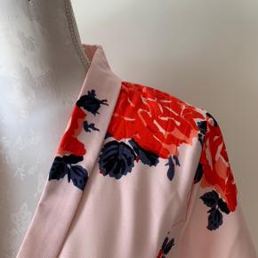 Så flot en kjole som ny fra Ganni. Brugt få gange .