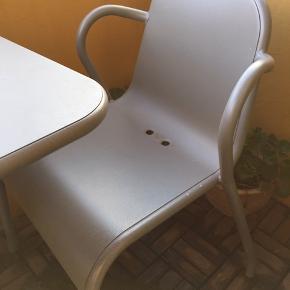 Velholdt cafesæt sælges pga flytning Bord 57x67 cm, H 71 cm