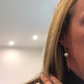 Smukke øreringe . Tryk køb nu. Pris ej til forhandling .