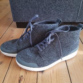 Superlækre grå high top sneakers i uld. Kun brugt 1 gang, da de er for store. Så er som nye.
