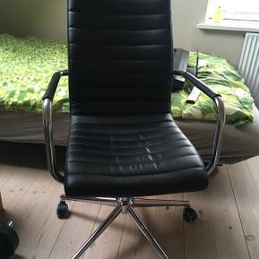 Kontorstol i ægte læder fra ILVA Nypris 2995 kr. Stort set ubrugt
