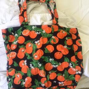 Super sødt og sommerligt net fra Envii med appelsiner på. Aldrig brugt. Nettet kan ikke købes nogle steder mere. 100kr ekskl fragt med Dao