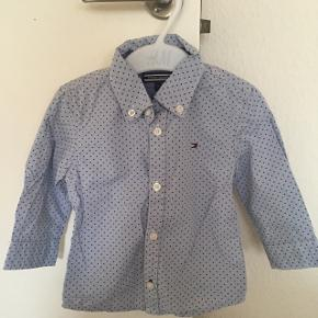 Fin skjorte. Brugt og vasket 1 gang. Kan sendes eller hentes i Brenderup.