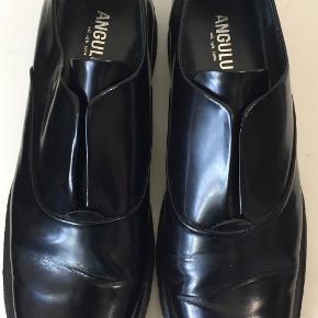 Superflotte og behagelige sko i skind   Den indvendige længde er 25,5 cm, hælen er 3 cm høj  Bud fra kr 500 plus porto / Oprindelig købspris: 1199 kr.  Kan afhentes København, Østerbro  Jeg bytter ikke