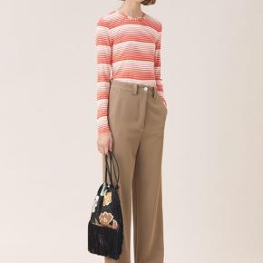 Super lækre bukser fra Stine Goya. Sælger dem, da jeg desværre ikke kan passe dem🌸🌸