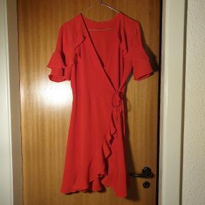 Super smuk kjole, fra ukendt mærke. Str. 38.