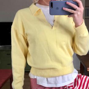 Mega sej pastelgul sweater fra Zara, men med et vintage look - den har fået en lillebitte plet på den bagerste, nederste kant - intet man nogensinde ville lægge mærke til :-) ellers er standen fuldstændig som ny, da jeg kun har brugt den en enkelt gang.