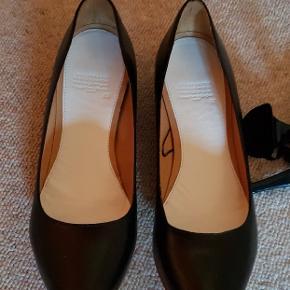 Maison m. For H & M, der følger løse hæle med, hvis man vil bruge dem som heels