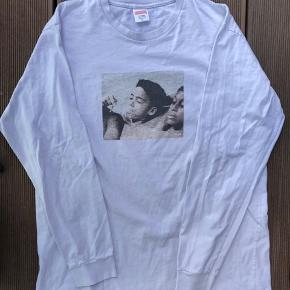 Supreme KIDS Blunt L/S SS15 Size: XLarge Cw: White Cond:6-7/10 - Print faded and a little bit of yellowing (See pics) 650DKK   Dm for more info.