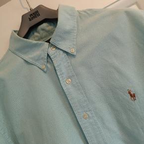 Flot lyse grøn herre skjorte fra Ralph Lauren i custom fit. Så pæn som ny.