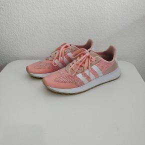 Adidas Originals Flashrunner Haze Coral/White.  Brugte et par gange, men desværre for små. STR. 38 2/3