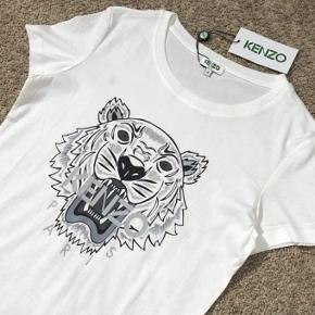Hej. Min søster har denne Kenzo trøje hun har fået i konfirmationsgave. Den kan ikke byttes, og hun ville hellere spare nogle penge sammen.  Byd gerne  Trøjen er sprit ny😊