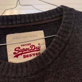 Mørkegrå superdry sweater - tynd og blød :)