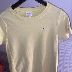 Champions t-shirt i gul Str. s Byd     tags: weekday, zara, mango, neo noir, anine bing, na-kd, nørgaard, ganni, hosbjerg, nike, envii, samsøe, saks potts, moves, han kjøbenhavn, adidas, veto moda