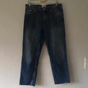 Zara jeans, lidt distressed look, straight leg, str. 42/XL